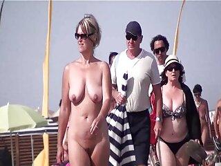Un hombre buscar películas pornográficas se acostó con dos putas