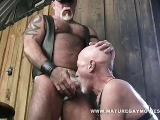 Al contratar, la perra trató de seducir al empleador calvo peliculas p0rno gratis