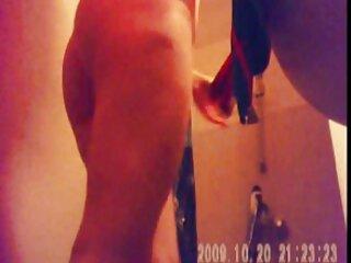 Dos chicos comparten una pelicula completa de pornografia belleza
