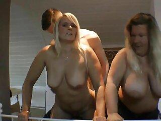 El chico sopló belleza de aceite en la camilla de masaje. pelicula porno italiana en español