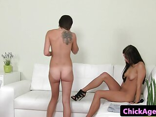 La niña peliculas porno completas español online comenzó a masturbarse durante el rodaje.