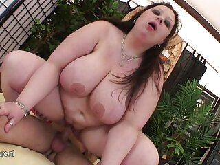 Un hombre porno gratis peliculas italianas tiene sexo suave, teniendo dos chicas.